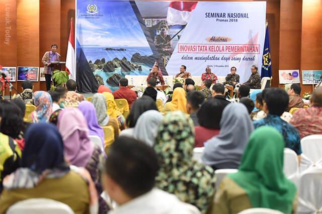 Photo of Bupati Banggai H. Ir. Herwin Yatim Narasumber Seminar PRONAS 2018
