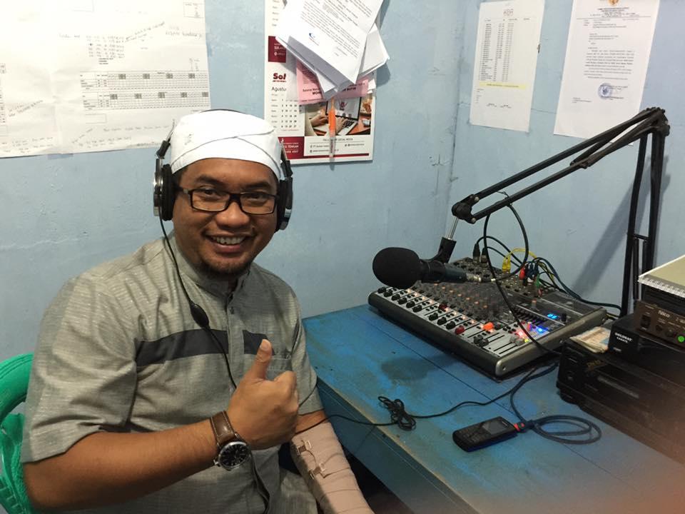 Foto Iswan Kurnia Hasan saat mengisi di salah satu radio lokal