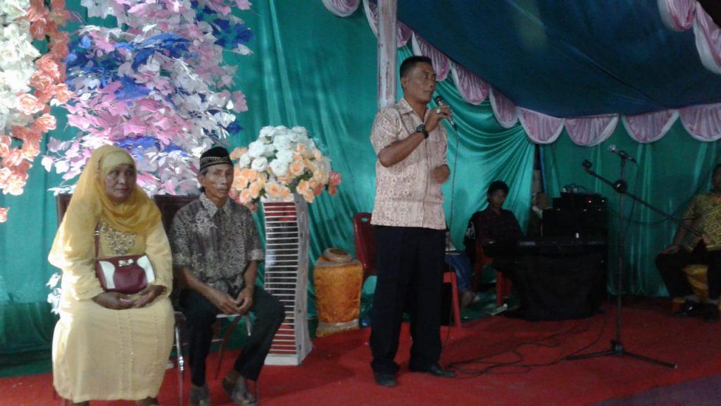 Foto Kapolsek Nuhon IPTU Asdar, memberikan sosialisasi kepada Masyarakat Nuhon agar cegah berita bohong.