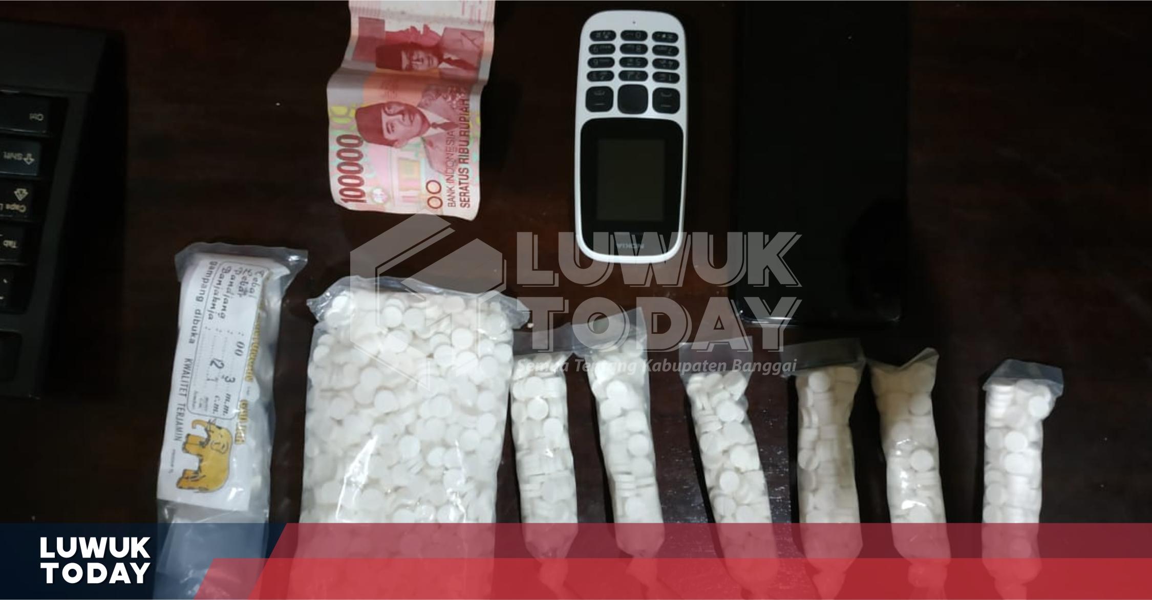 Photo of Pengedar Dan Pemilik 1.600 Pil Koplo Luwuk Selatan Ditangkap