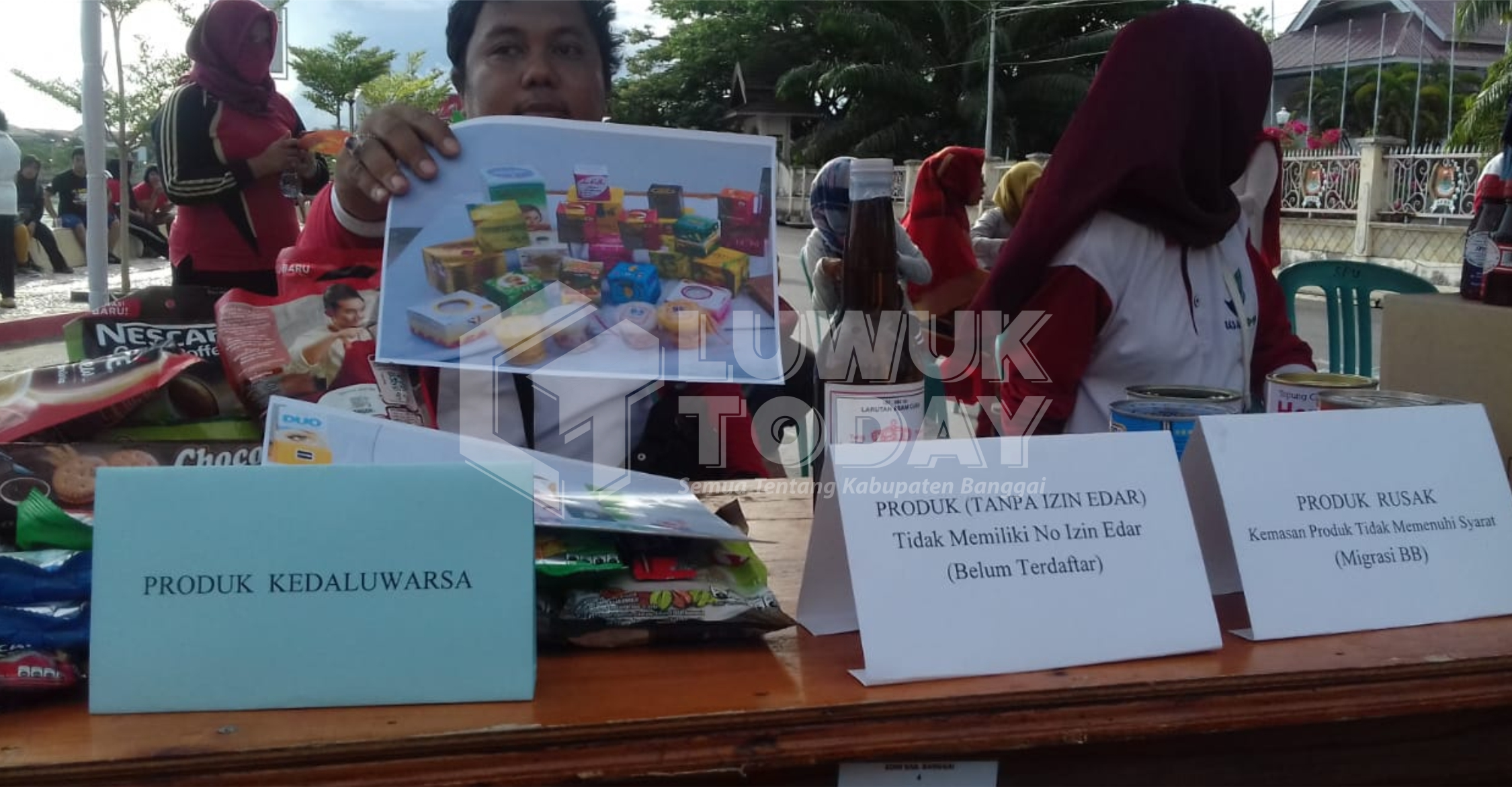Photo of Produk Kadaluarsa Disita BPOM Luwuk, Total 2.744 Barang
