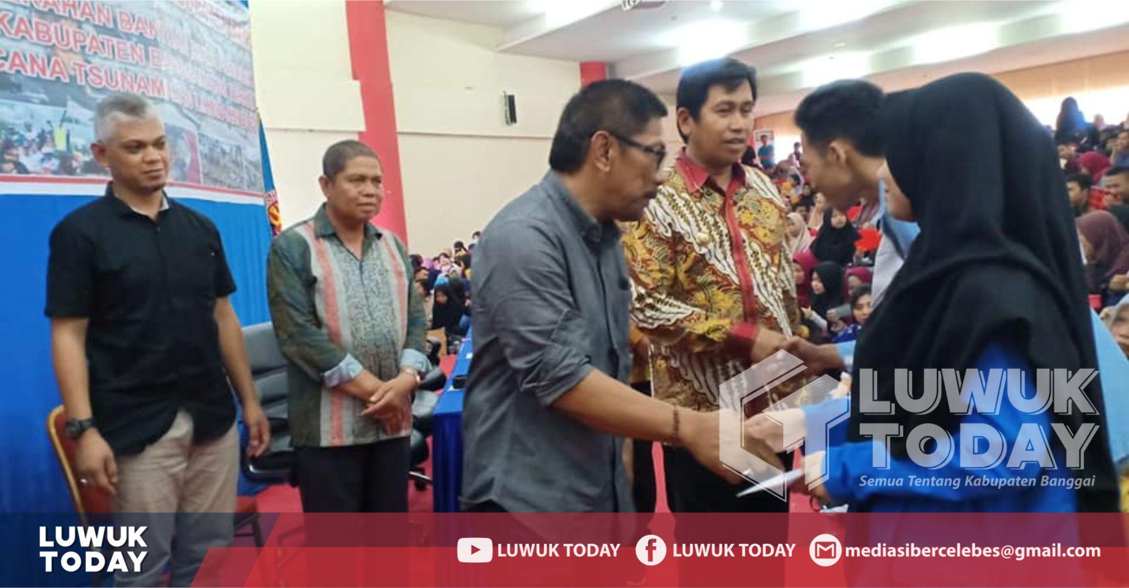 Photo of Penuhi Janji, Herwin Beri Beasiswa 1.200 Mahasiswa Korban Gempa Palu