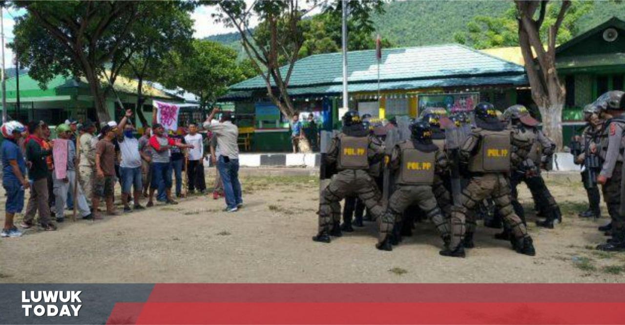 Photo of Simulasi Unjuk Rasa Anarkis KPUD Banggai, Untuk Penanganan Pemilu 2019