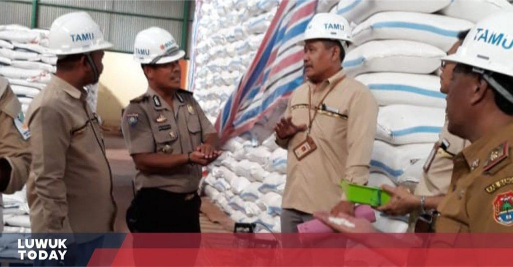 Foto Polres Banggai bersama Dinas Sosial Banggai lakukan pengecekan Beras Sejahtera (Rastra) di Gudang Bulog