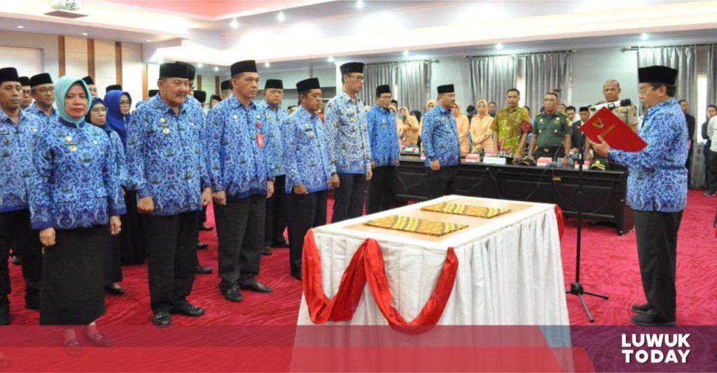 Foto Pelantikan Pejabat Tinggi Pratama Eselon IIA Propinsi Sulawesi Tengah, bertempat di Ruang Rapat Polibu.