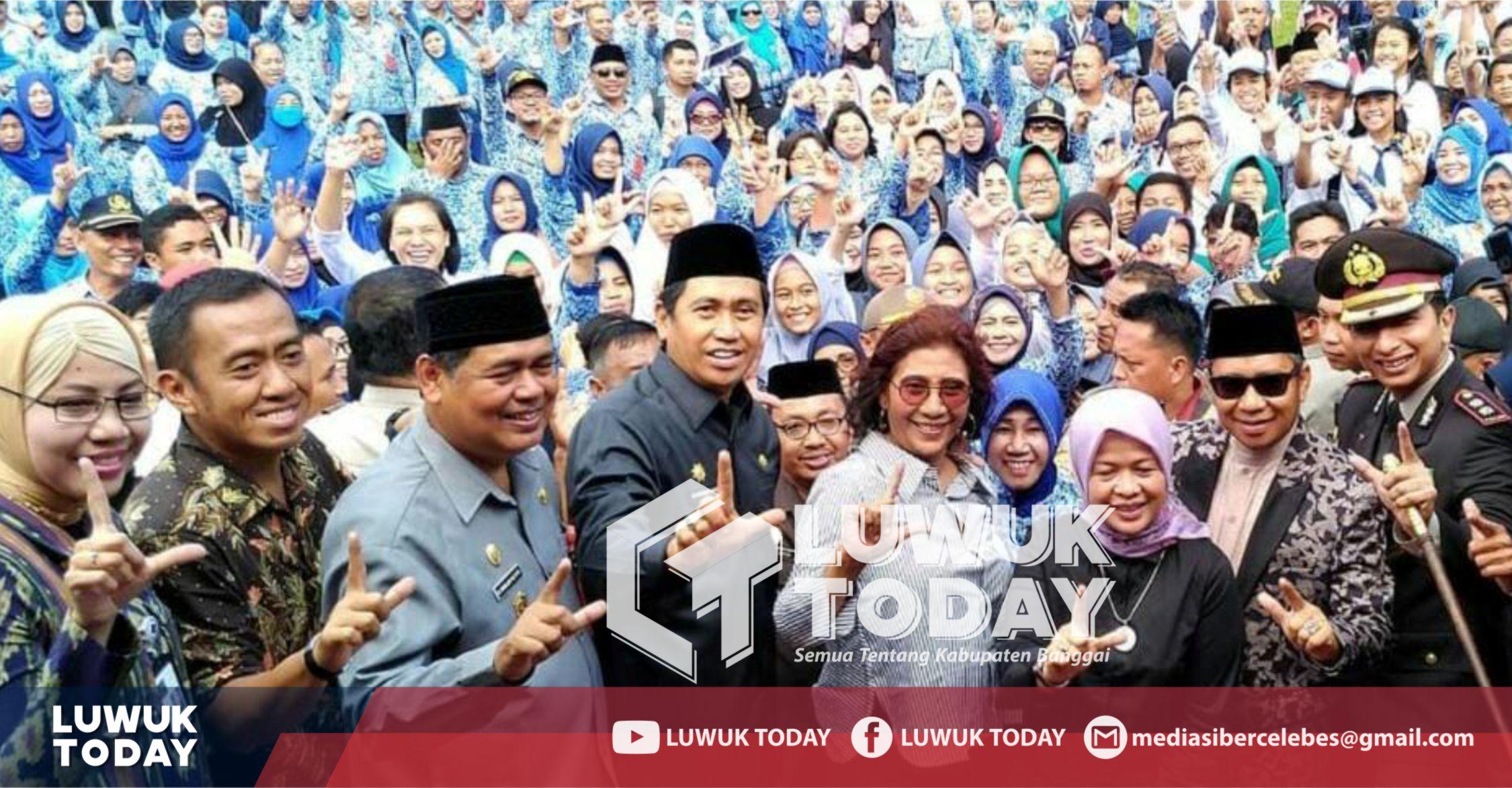 Photo of Dikira Salam 2 Jari, Ibu Susi Dan Herwin : Foto Lama, Itu Simbol Luwuk