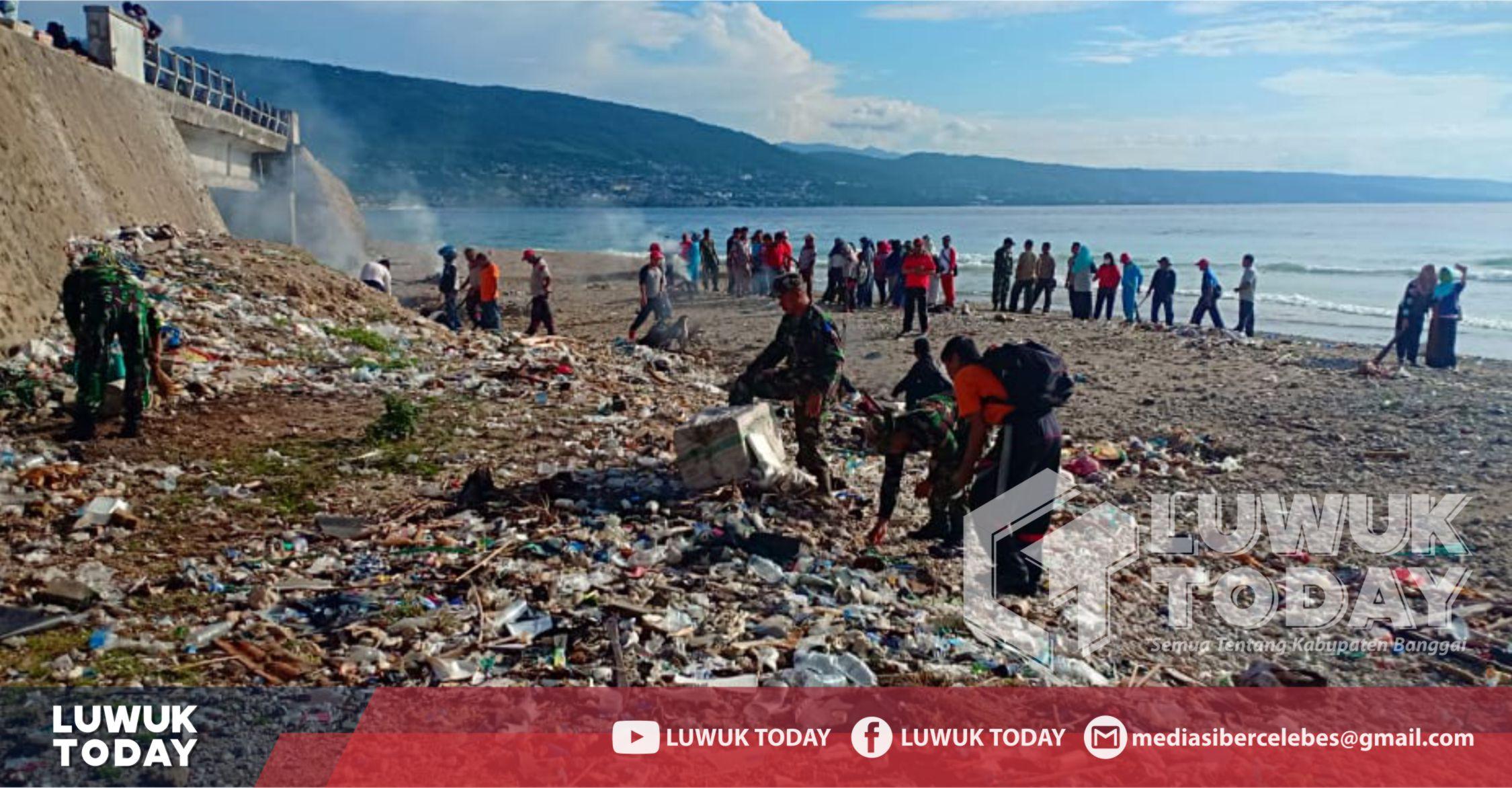 Photo of Sukseskan PINASA, Kodim 1308 Luwuk Bersihkan Muara Sungai Jole