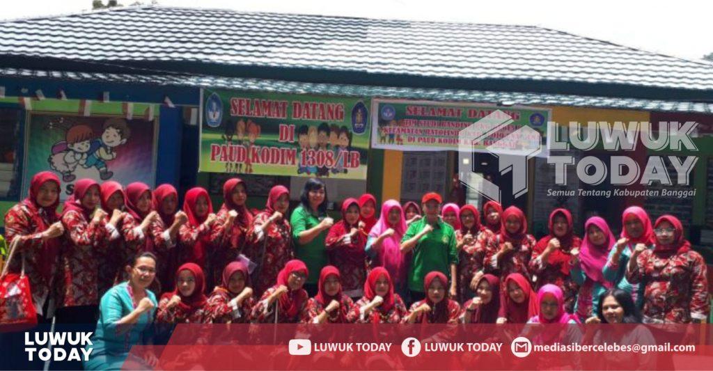 Foto Foto bersama Pusat Kegiatan Guru Tojo Una-una setelah melaksanakan studi banding di sekolah PAUD Kodim 1308 Luwuk, Jumat (1/3/2019).