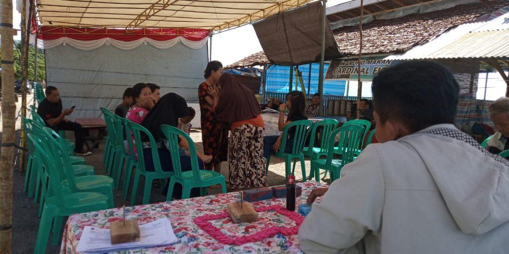 Foto TPS 05 kelurahan Maahas banyak warga yang pulang karena belum bisa melaksanakan pemilihan umum, padahal sudah pkl. 09.30 WITA.