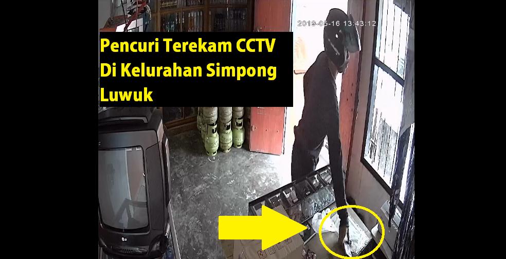 Foto NO (24) saat melancarkan aksinya mencuri HP di kios Stevani, Kamis (16/5/2019).