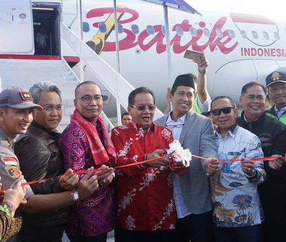 Foto Peresmian rute perdana Batik Air Jakarta - Luwuk oleh Gubernur Sulawesi Tengah. Drs. H. Longki Djanggola, M.Si.
