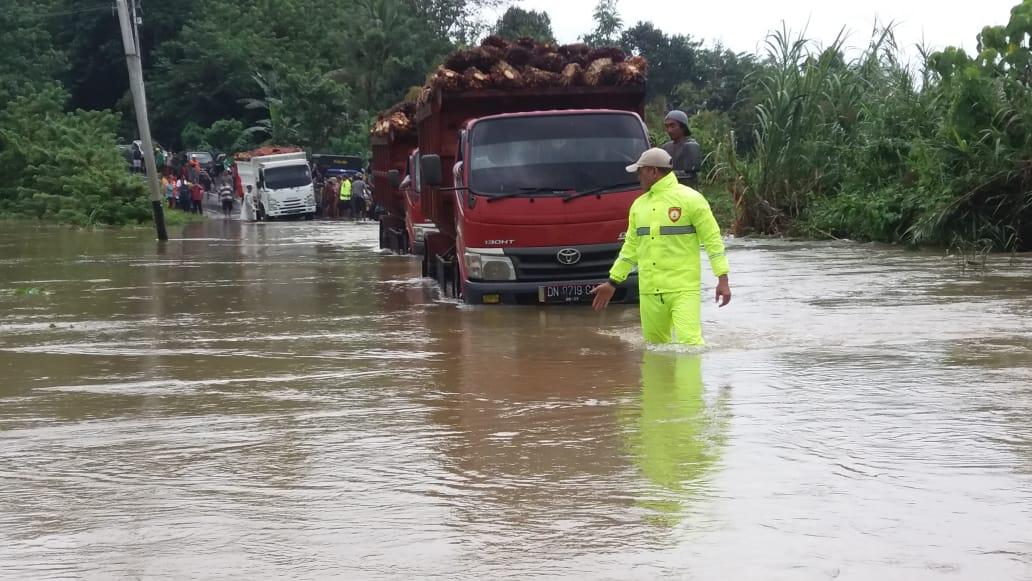 Photo of Banjir Bandang Melanda Tiga Kecamatan di Kabupaten Banggai