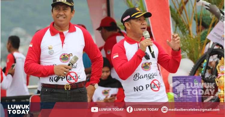 Foto  Bupati dan Wakil Bupati Banggai melakukan deklarasi Banggai No Plastic