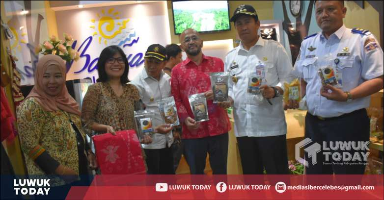 Photo of Komitmen Dukung UKM, Pemda Banggai Dan DSLNG  Resmikan Bonua Oleh Oleh