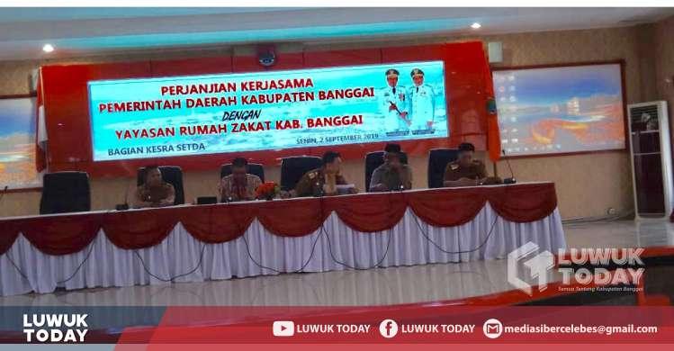 Foto Dilaksankan Perjanjian Kerjasama antara Pemerintah Kabupaten Banggai dengan Yayasan Rumah Zakat Indonesia tentang Program  Payroll Zakat 2/9.2019.