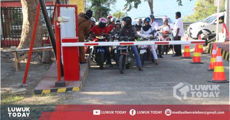 Foto Penerapan tarif parkir RSUD Luwuk mulai diberlakukan secara resmi oleh Pemda Kabupaten Banggai melalui sistem e-parkir.