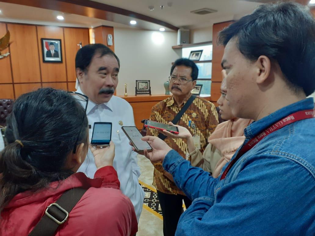Foto DPD RI memberikan bantuan Dana Task Force kepada korban kerusuhan wamena yang berasal dari Sumatera Barat dan korban senilai 850 juta dan koban gempa Maluku senilai Rp 400 juta.