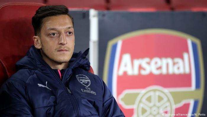 Photo of Lantaran Sering Dibangku Cadangan, Mesut Ozil Bakal Pindah Klub
