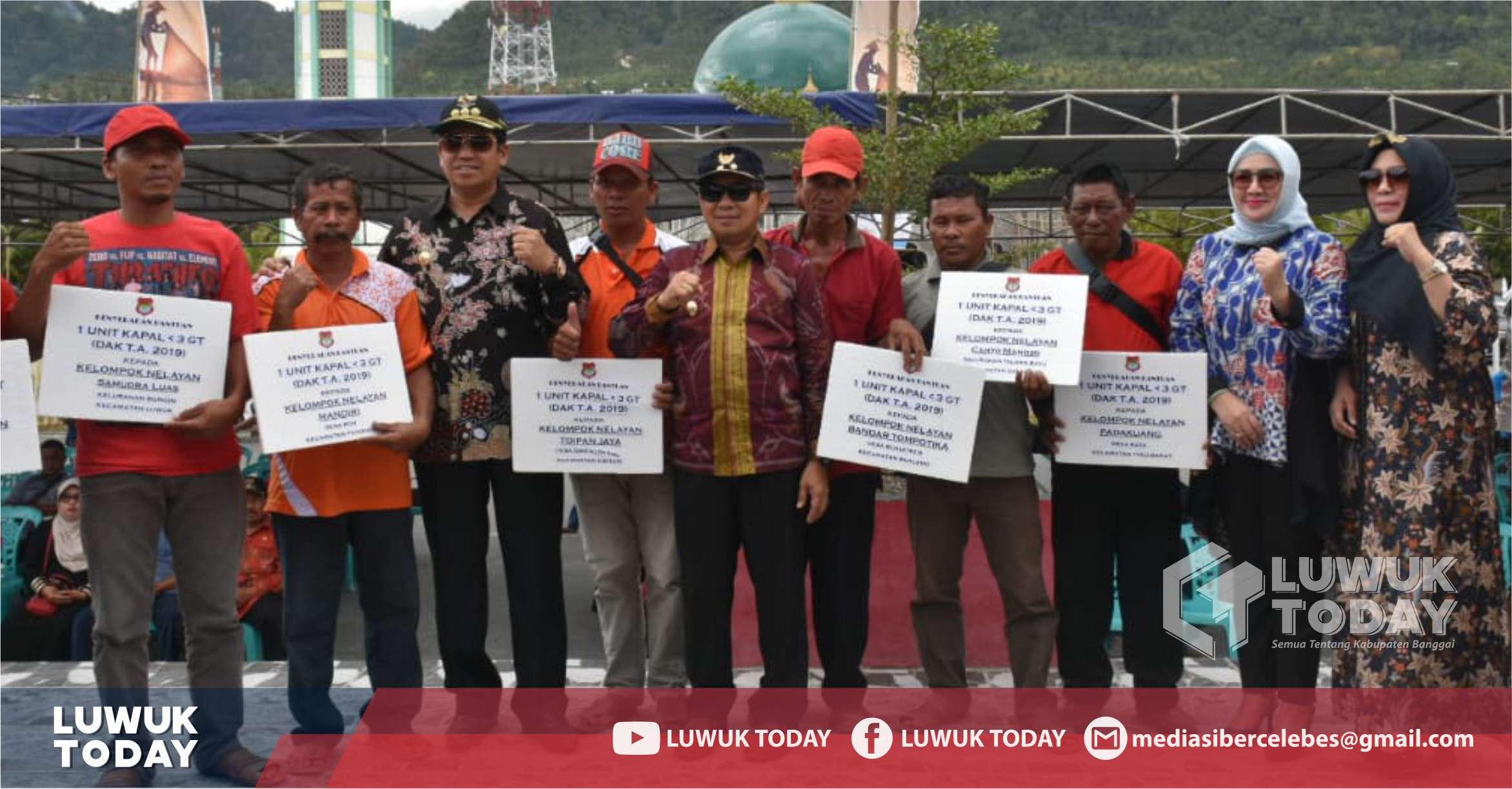Photo of [Video] Serahkan Bantuan Hibah Barang, Bupati Banggai Sepakati MoU Kelompok Nelayan Mandiri