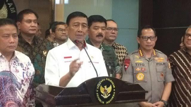 Photo of Polri Beberkan Detik-detik Menkopolhukam Wiranto Ditusuk Orang tak Dikenal