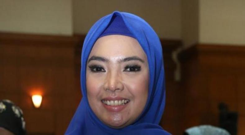 Foto Istri Ketua Harian DPP Partai Demokrat, Syarif Hasan, Inggrit KAnsil