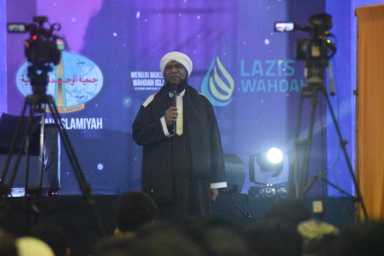 """Photo of """"Ustadz Sabun"""" Fadzlan Garamatan Berbagi Kisah Dakwah di Bumi Cendrawasih"""