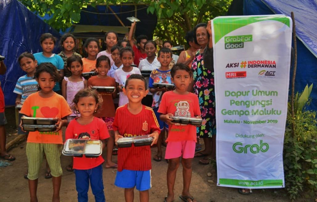 Foto Kolaborasi Grab dan ACT Ringankan Beban Penyintas Gempa Maluku. Foto: Net