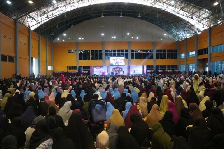 Foto Muslimah Wahdah Islamiyah Pusat bersama dengan Gerakan Muslimah Bisa untuk menggelar kegiatan silaturahmi Akbar Muslimah di Ummat fest 2019