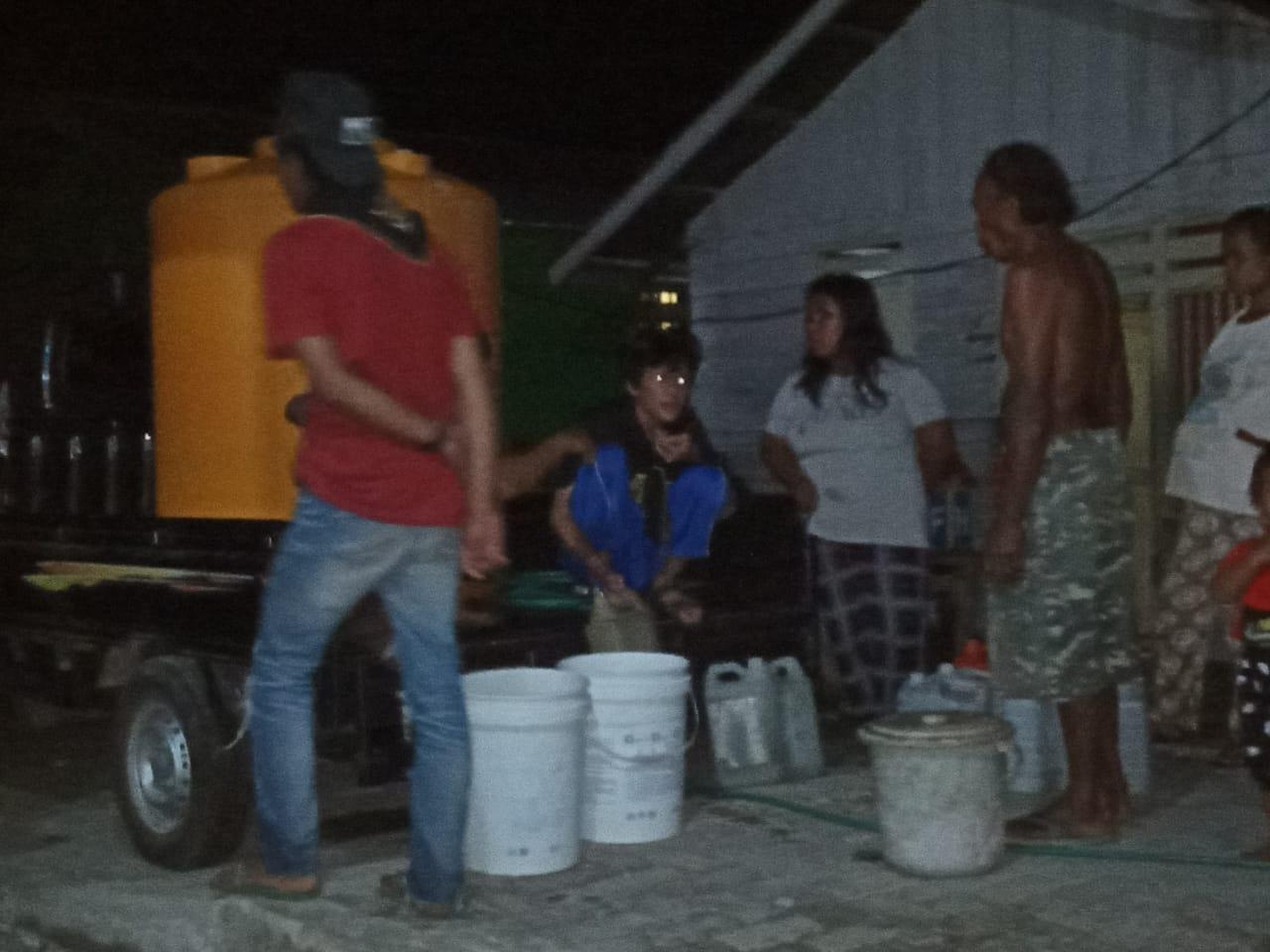Foto Komunitas Pecinta Alam (KPA) Wira'on Balantak melakukan Aksi peduli krisis Air bersih di Tanjung, Kelurahan Talang Batu, Kecamatan Balantak, Kabupaten Banggai, Rabu (20/11/19)