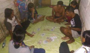 Foto 6 pemuda pesta judi diamankan polisi di Kecamatan bunta. Foto:Jebri/LT