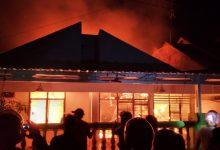 Photo of Hanya Sejam 5 Rumah Terbakar, Sebagian Toko Rudy Jaya Luwuk Dilalap