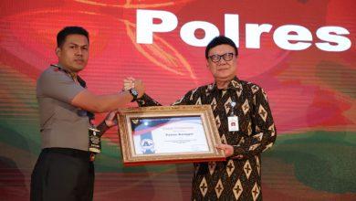Photo of Polres Banggai Dapat Penghargaan Atas Pelayanan SIM dan SKCK