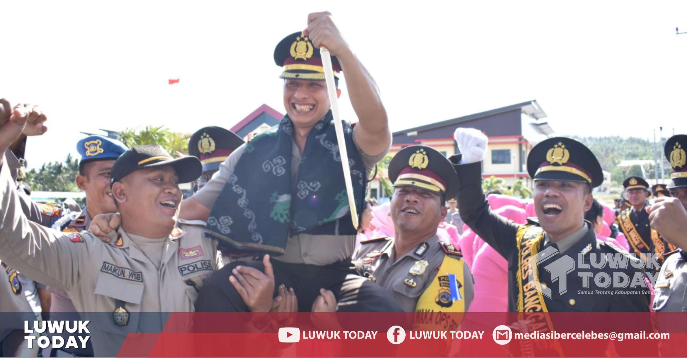 Photo of Tradisi Pedang Pora dan Tarian Molabot Meriahkan Sertijab Kapolres Banggai
