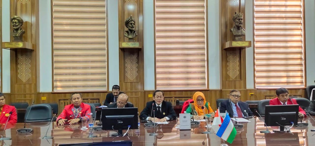 Foto  Wakil Bupati Banggai H. Mustar Labolo dalam pelaksanaan program kerjasama akademik antara Universitas Guna Dharma dengan Tashkent State University Of Economic (TSUE)  Kamis (14/11/2019). Foto : Humas Pemkab Banggai.