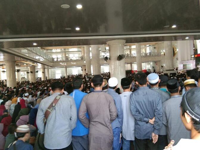 Foto  Jamaah di Masjid Agung Syekh Yusuf Gowa memperingati hari jadi Kabupaten Gowa ke-699, sabtu (16/11/2019). Foto : Ilustrasi/pilarindonesia.com