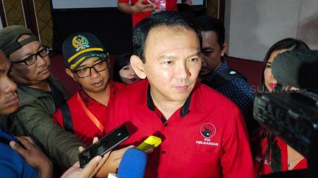 Ahok, seusai menjadi pembicara dalam Workshop Fraksi PDI Perjuangan DPRD Provinsi Jateng dan DPRD Kabupaten/Kota, di Grand Arkenso Hotel Semarang, Rabu (20/11/2019). Foto : Suara.com/Adam Iyasa
