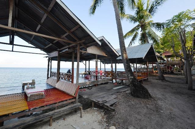 Wisata Favorit Km. 8 Luwuk Selatan dengan pemandangan laut yang indah. Foto : Ade/LT