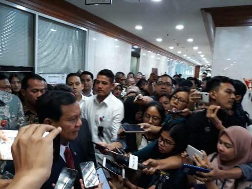 Foto Undang Komisi I DPR Disetiap Kegiatan Kemenhan, Menteri Pertahanan Prabowo Subianto usai raker dengan Komisi I DPR RI.