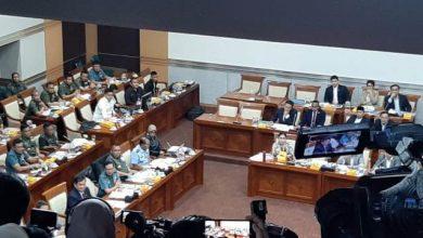 Photo of Rapat dengan Komisi I DPR, Menhan Prabowo Terlihat Santai