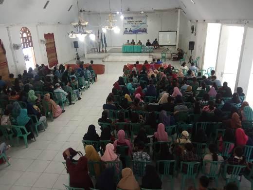"Foto Seminar APBD Banggai dengan tema ""Membedah APBD Kabupaten Banggai"" bersama  BEM UNTIKA Luwuk. Foto : Jebri/LT"