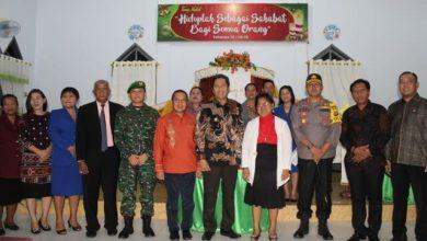 Photo of Beri Rasa Aman, Bupati Banggai Pantau Perayaan Natal di Sejumlah Gereja