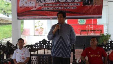 Photo of Bupati Herwin Yatim Serahkan Honorarium ke 175 Pemuka Agama Kabupaten Banggai