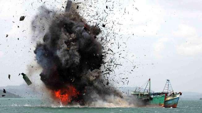 Foto perairan Kabupaten Banggai Laut, sebagai salah satu daerah yang marak aktifitas illegal fishing seperti penangkapan ikan dengan menggunakan bom ikan dan pembiusan.