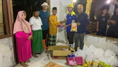 Photo of Meski Beresiko Tim AQL Peduli dan UBN Beri Bantuan Pengungsi Banjir