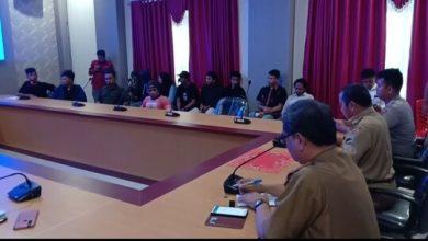 Photo of Didepan Mahasiswa Wabub Banggai Beri Klarifikasi soal Alfamidi dan Netralitas ASN di Pilkada