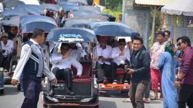 Photo of Hadiri Peresmian Rumah Layak Huni, Bupati Herwin Pilih Naik Becak Motor ke Pantai Muara Kelurahan Bunta I