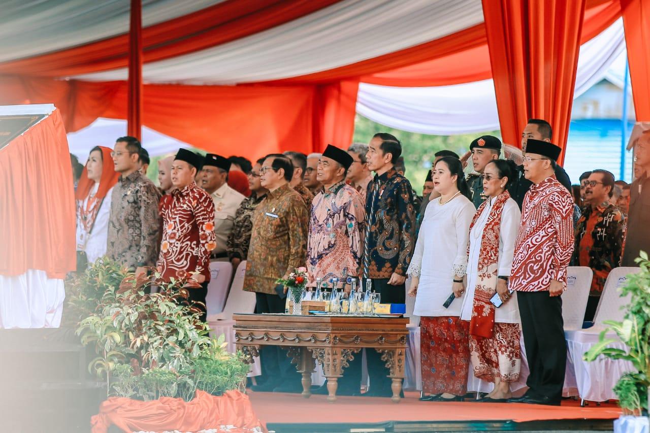Foto Presiden Jokowi yang hari ini (rabu, 5/02) meresmikan monumen Pahlawan Nasional Fatmawati Soekarno, di kota Bengkulu, Provinsi Bengkulu, hari Rabu (5/02).