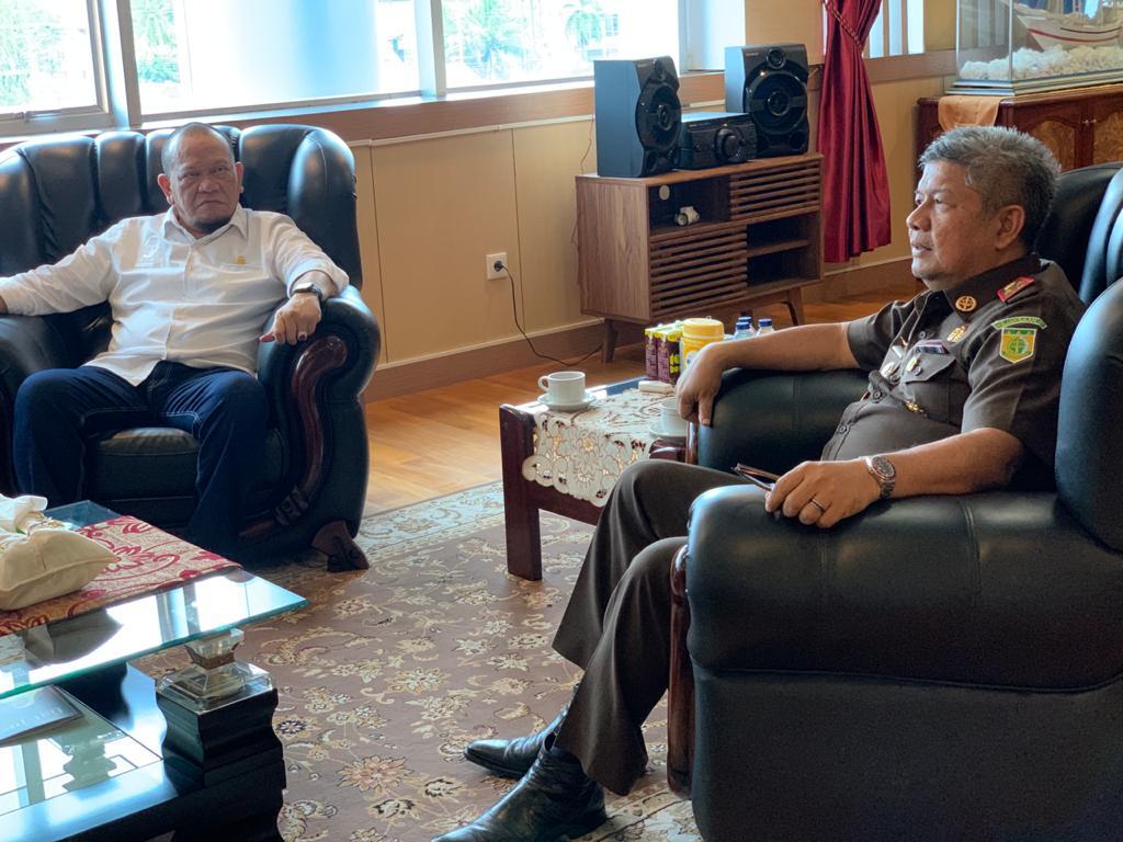 Foto Terima Aspirasi Gubernur Sulsel, Ketua DPD Minta Kajati Bantu Kawal Pembangunan Proyek Strategis Nasional
