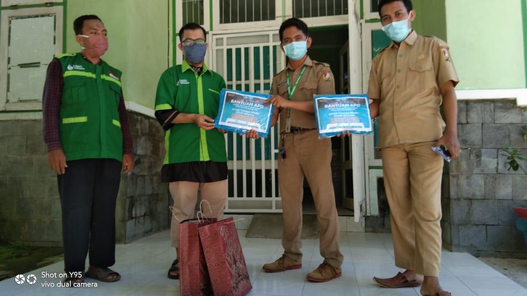 Foto Satgas Wahdah Tanggap Corona (WTC) Majene menyalurkan bantuan Alat Pelindung Diri (APD) kepada tenaga medis di RSUD Majene, Sulawesi Barat, Kamis (30/04/2020).