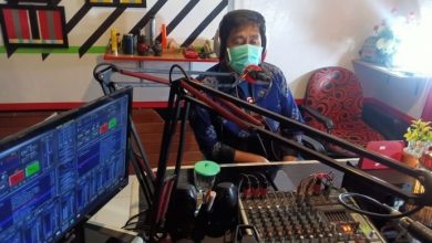 Photo of Gencar Sosialisasi Mencegah Covid-19 Lewat Radio, Ini Pesan Bupati Banggai